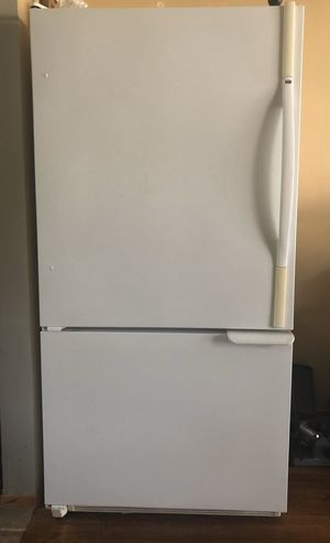 NICE AMANA FULL SIZE REFRIGERATOR for Sale in Concord, CA