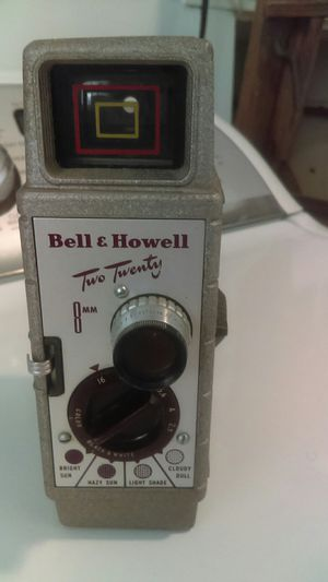 Bell & Howell two twenty 8 mm for Sale in Bowling Green, MO
