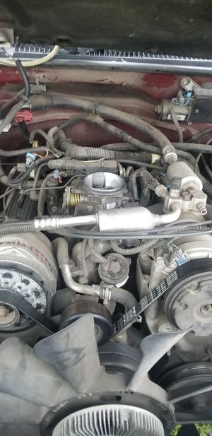 Parts off a 95/99 chevy GMC moter for Sale in Pomona, CA