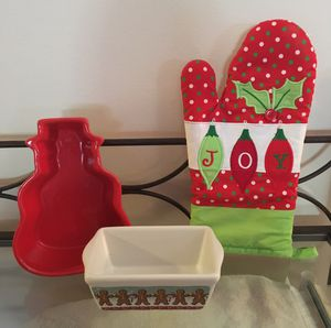 Christmas Bakeware Set for Sale in Newark, OH