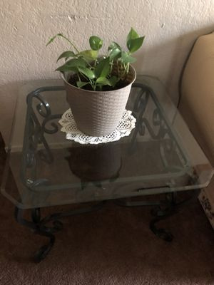Coffee table and side two table for Sale in Stockton, CA