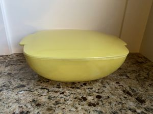 Pyrex Yellow Hostess Dish for Sale in Federal Way, WA