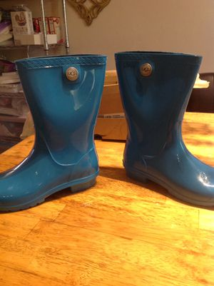 100% genuine uggs rain boots with 100% authentic sheep foot padding wome size 7 brand new $60.00 serious buyers only for Sale in Collingdale, PA
