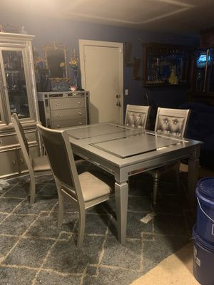 Beautiful grey modern Dinning table n 4 chairs $400 obo cash only price has already been reduced for Sale in Fresno, CA