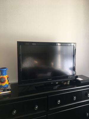 32 inch TV for Sale in Chicago, IL