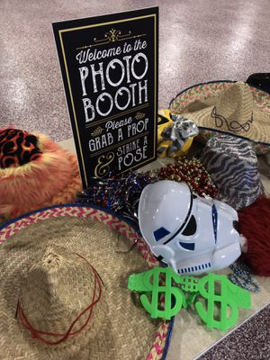 Photo booth rental holiday special $150 off 4+ hours! for Sale in Oreland, PA