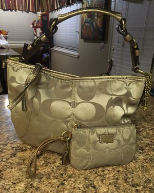 Coach beautiful purse and wrist wallet in good condition for Sale in Murrieta, CA