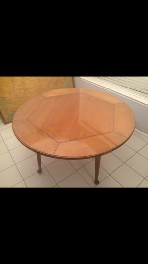 Kitchen table + 4 chairs for Sale in Lexington, KY