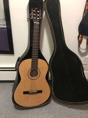 First act classical guitar MG320 and case for Sale in The Bronx, NY