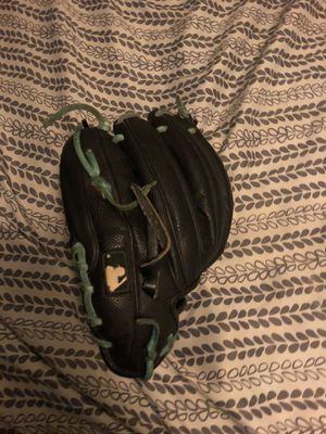 a2000 baseball glove for Sale in Chandler, AZ