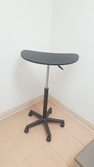 Computer table for Sale in Victorville, CA