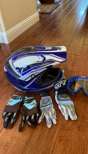 FOX RACING MOTORCYCLE HELMET SIZE S SMALL GOGGLES 2 PAIR of GLOVES PERFECT DOT CERTIFIED for Sale in Fresno, CA