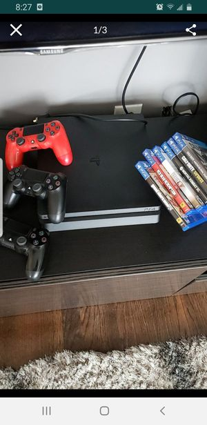 Ps4 1tb with games and controls for Sale in Chicago, IL
