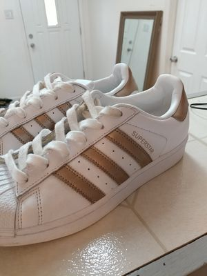 Adidas superstar rose/gold for Sale in Lake in the Hills, IL