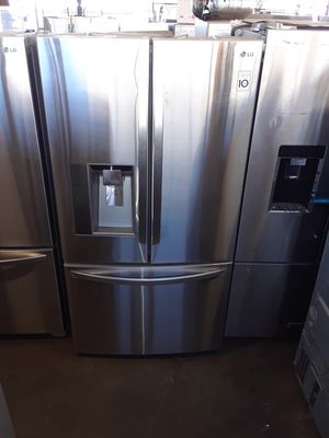 LG FRENCH DOOR STAINLESS STEEL REFRIGERATOR for Sale in Vernon, CA