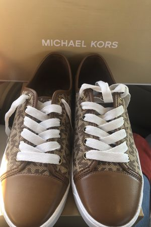 NEW WOMEN SIZE 6 MICHAEL KORS SNEAKERS for Sale in Dallas, TX