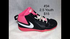 Size 2-2.5 Youth Shoes for Sale in Henderson, KY
