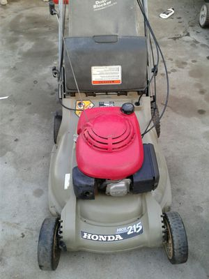 Lawn mower honda self-propelled with bag runs great for Sale in Riverside, CA