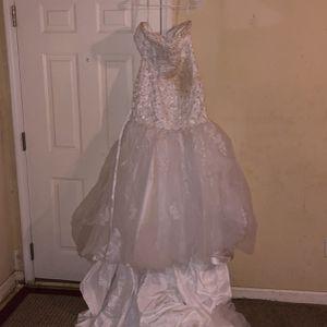 $1200 Wedding Dress With Veil For 800 OBO for Sale in Atlanta, GA