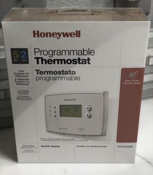 Honeywell Programmable Thermostat RTH2300B for Sale in Spanaway, WA