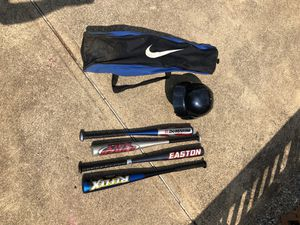 NIKE carry bag with 4 baseball bats and a helmet for a child. for Sale in Parma, OH