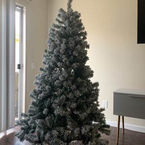 FREE 6ft Artificial Tree for Sale in Los Angeles, CA
