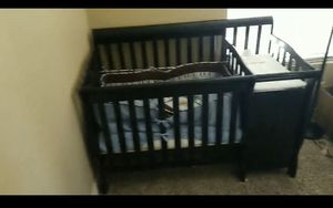 Mini crib with attached changing table for Sale in Las Vegas, NV