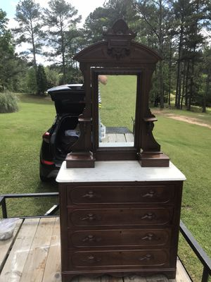 Antique Dresser Needs Glass for Sale in Fairburn, GA