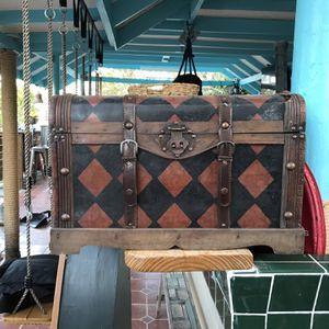 Free Trunk for Sale in Miami, FL