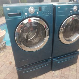 LG BLUE WASHER AND ELECTRIC DRYER SUPERCAPACITY WITH PEDESTALS for Sale in Hialeah, FL