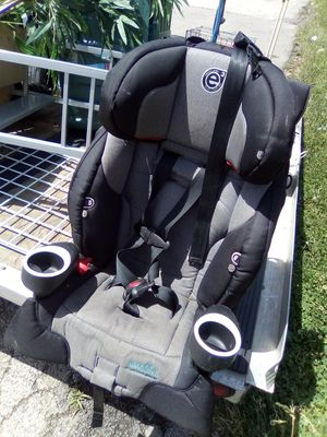 Car seat for Sale in Rockford, IL