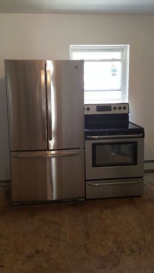 Refrigerator and stove for Sale in New York, NY