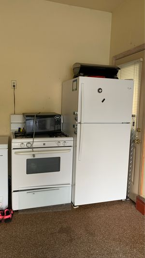 Stove and fridge $50 for Sale in Lorain, OH