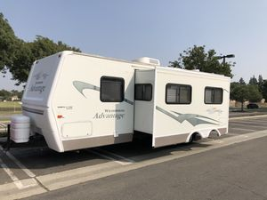2004 Wilderness adventure by Fleetwood extended edition travel trailer super slide 27 foot for Sale in Lakewood, CA