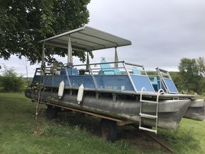 Pontoon boat plastic floors no trailer for Sale in Franklin Park, IL