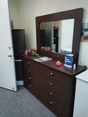 New dresser with mirror compressed wood for Sale in Los Angeles, CA
