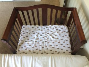 Crib with mattress, car seat, diapers, baby wash & baby toys for Sale in Las Vegas, NV