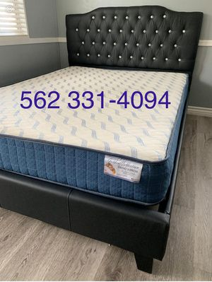 Queen black button tufted bed w. Supreme orthopedic mattress included for Sale in Fresno, CA