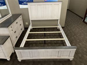 Distressed farmhouse queen bedroom set for Sale in Mesa, AZ