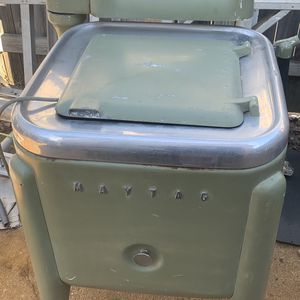 Free Vintage Maytag Washer for Sale in Virginia Beach, VA