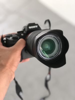 Sony a 7ii with Sony Fe 28-70 mm f/3-5.6 oss for Sale in Miami, FL