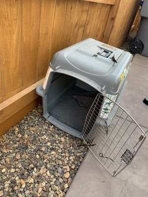 Dog kennel mediums 25-30 lbs for Sale in Fresno, CA