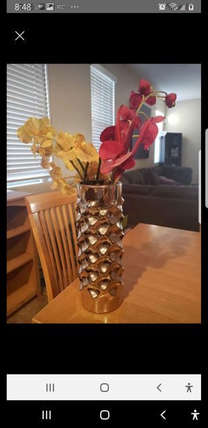 Fake flowers with vase for Sale in Goodyear, AZ