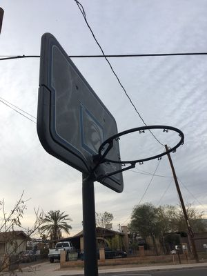 BASKETBALL HOOP 30obo trying to get rid for Sale in Phoenix, AZ