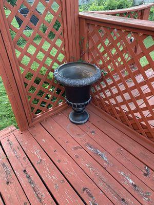 Black plastic Urn (Big flower pot) for Sale in Sterling Heights, MI