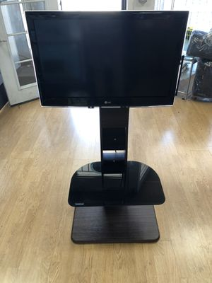 Lg tv 32gb with mount stand for Sale in San Leandro, CA