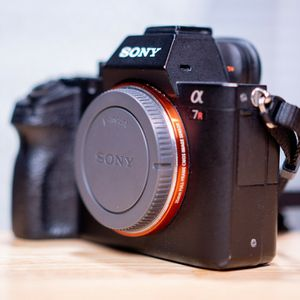 sony a7r ii a7r 2 full frame mirrorless camera body 4.2mp ILCE7RM2 for Sale in Chandler, AZ