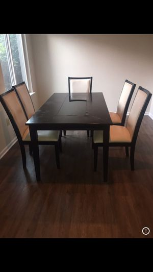 Dining room table with 5 chairs for Sale in Philadelphia, PA
