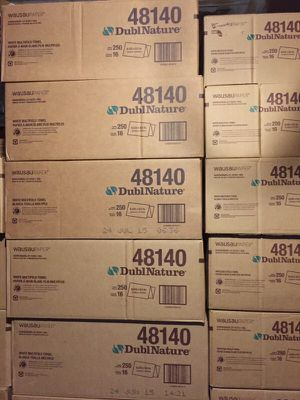(1) Box of Multifold paper towels (1400 sheets) for Sale in Gaithersburg, MD