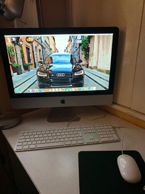 Apple 2010 iMac i3 21.5in computer for Sale in Lake Forest, CA